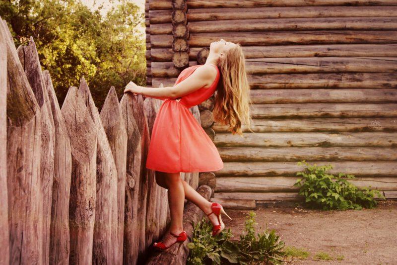 Jaką sukienkę wybrać na wiosnę – modne sukienki na wiosnę